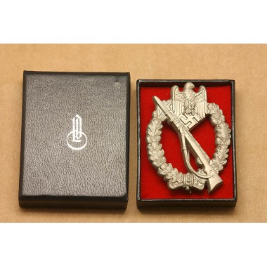 Infantry Assault Badge in Silver with LDO Box (MM:RS)